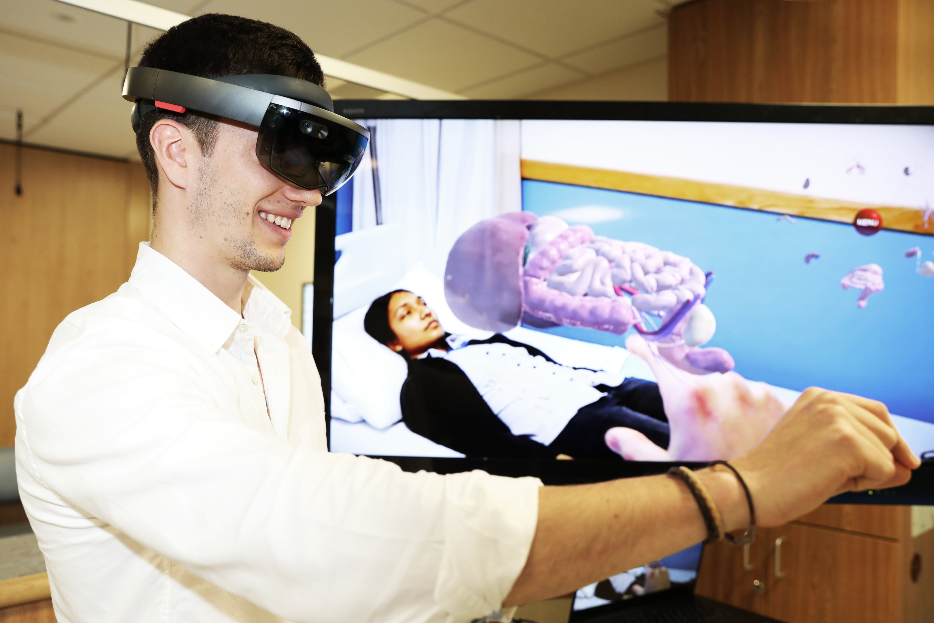 Virtual reality headsets and interactive anatomy stations are among the hi-tech innovations that feature in a new medical education training centre developed by the University of Dundee, NHS Tayside and industry partners Medtronic. Picture shows; Javier Suquia, Co-Founder of Immernova with Shereen Kadir posing as a patient, University of Dundee's Medical Artist and Content Developer.