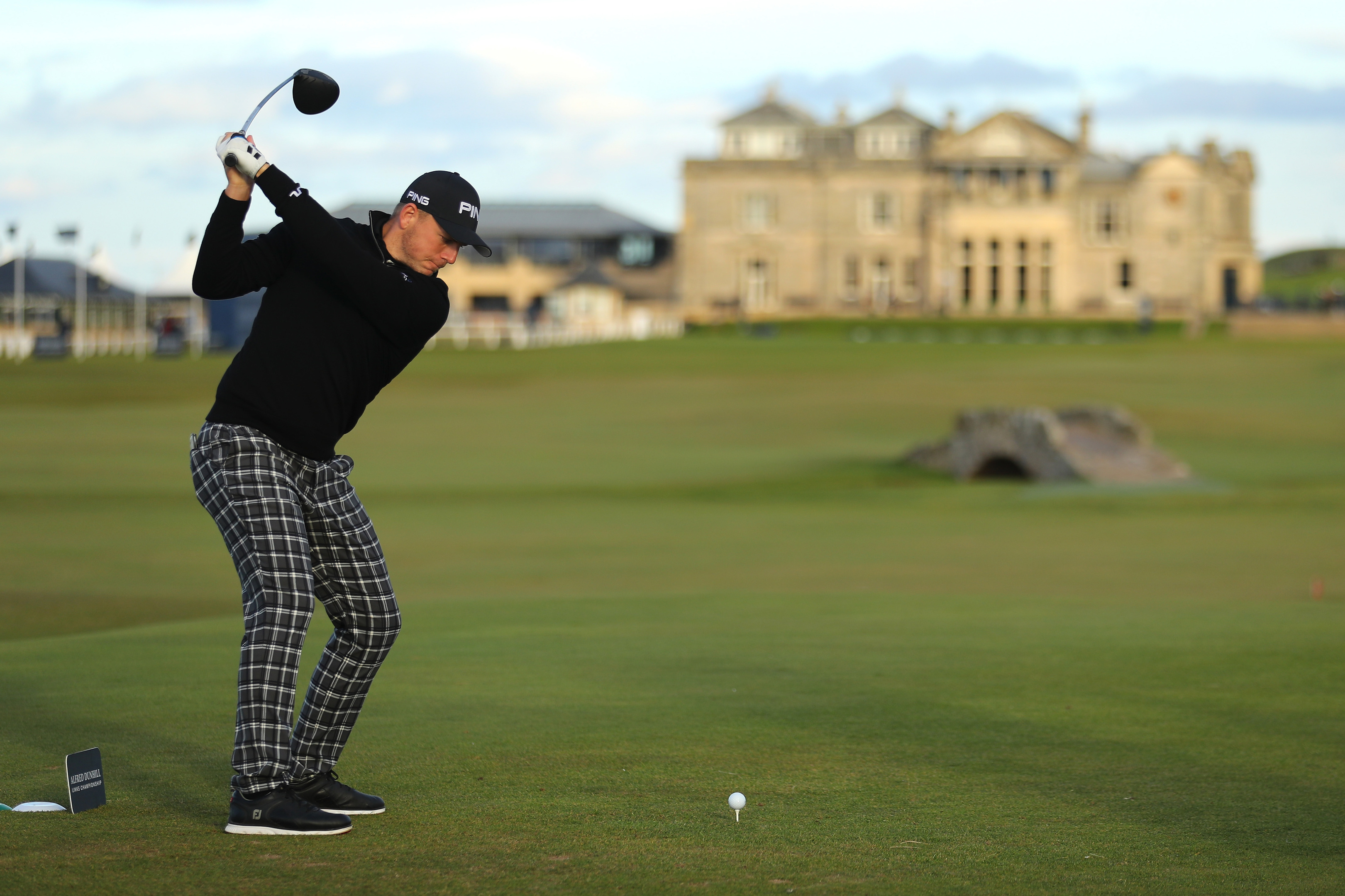 Matt Wallace recorded a birdie on the last on the Old Course to share the lead in the Dunhill Links.