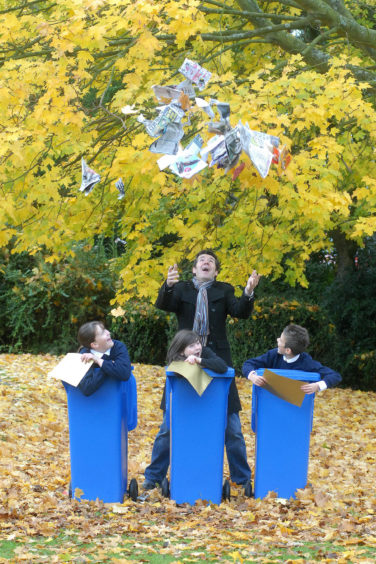 TV presenter and Deacon Blue star Dougie Vipond was drumming up support for Fife Council's latest drive to get more people recycling paper and cardboard. The campaign was aimed at increasing awareness of exactly what paper and cardboard materials can be recycled in blue kerbside bins.