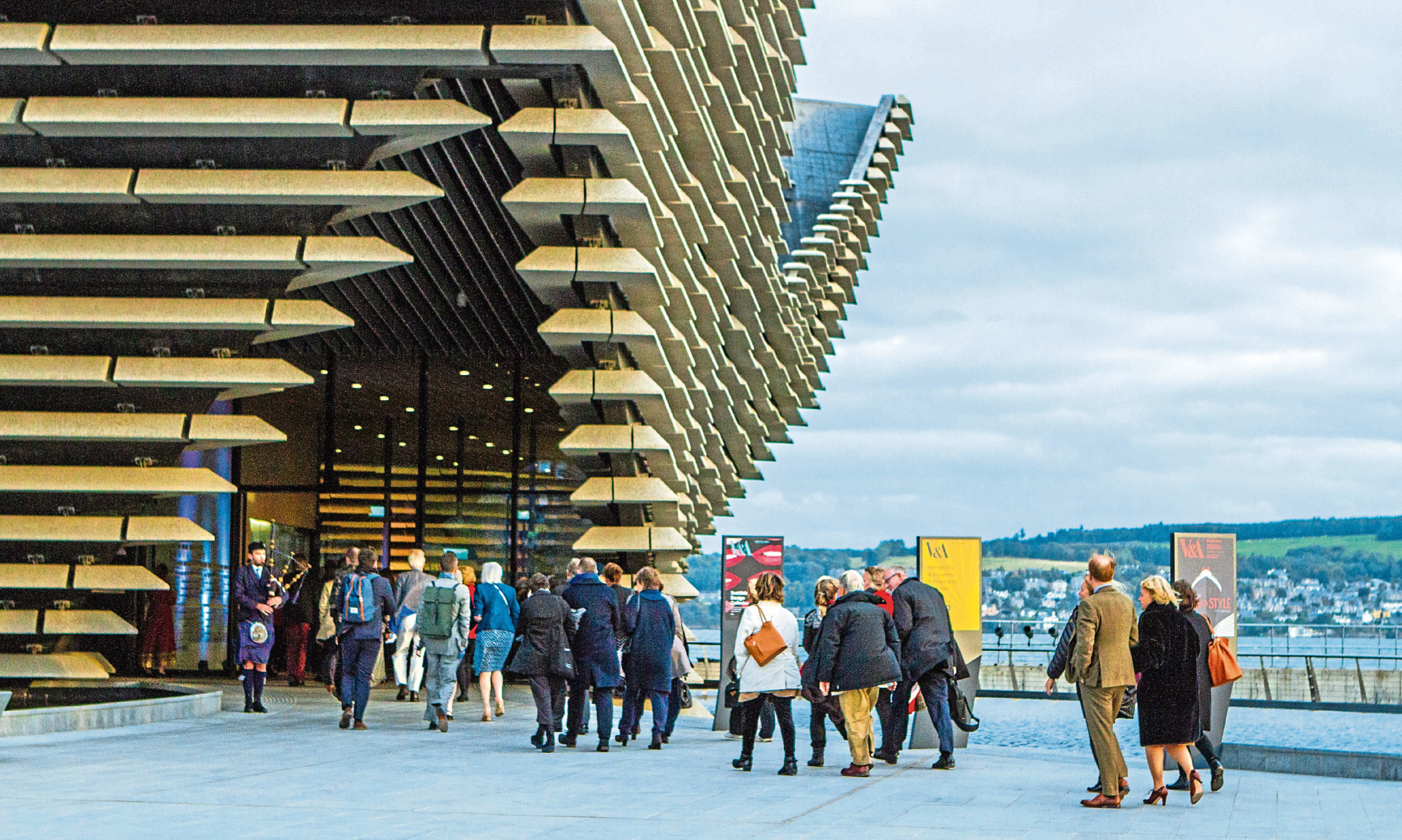 Guests arriving at V&A Dundee.