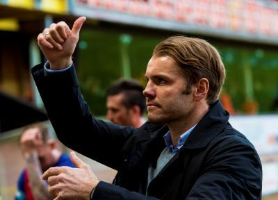 Robbie Neilson gives fans thumbs-up at full-time.