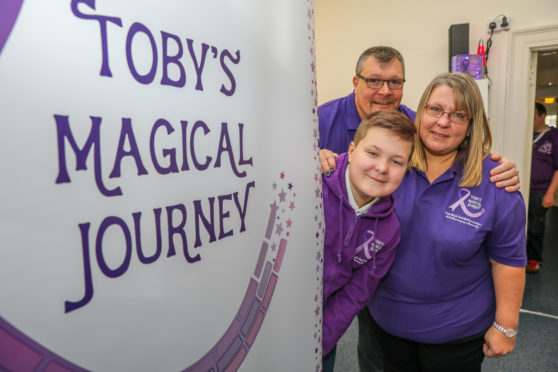 Toby Etheridge with parents Alison and Richie