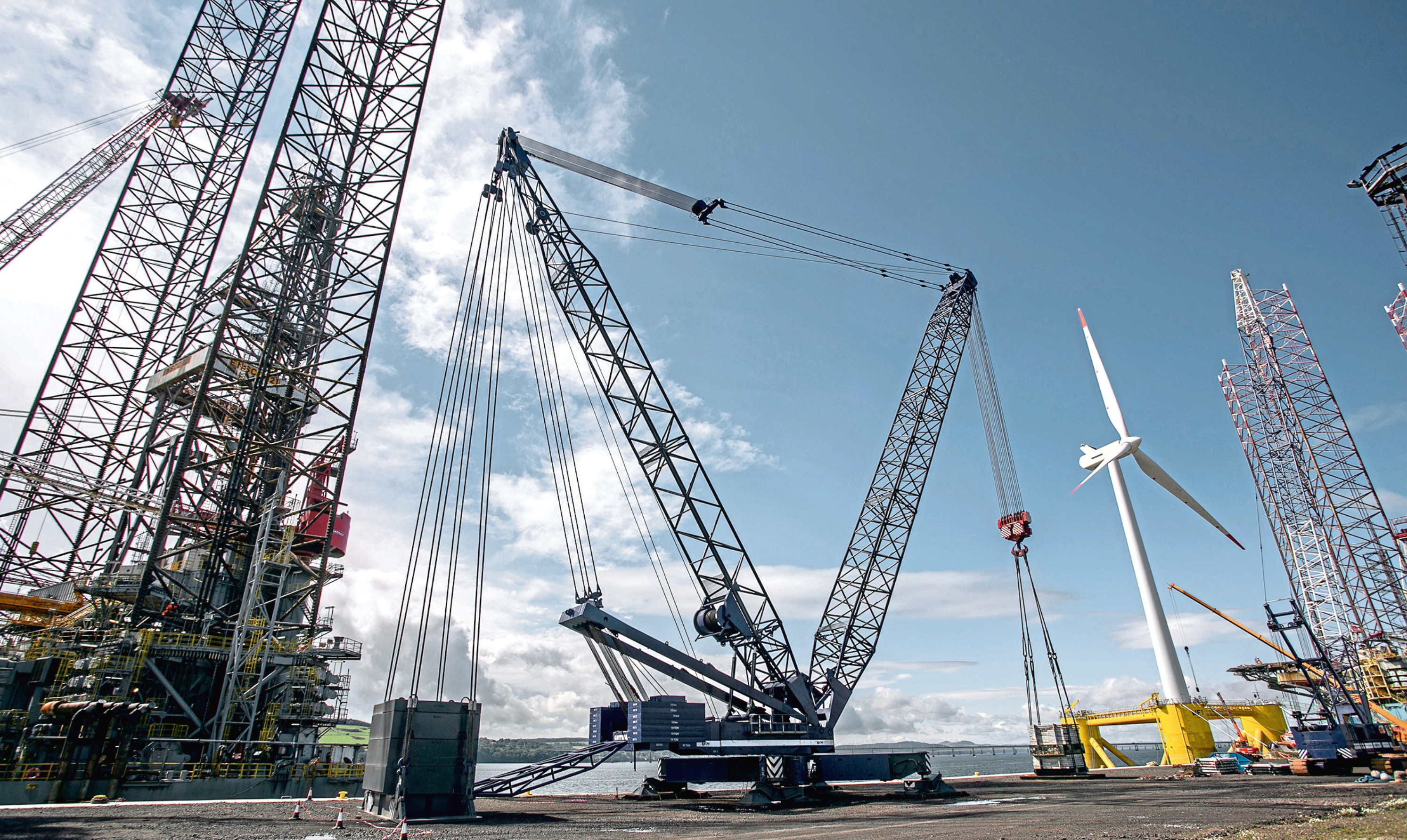 OM Heavy Lift operates the Gottwald crane at Port of Dundee.