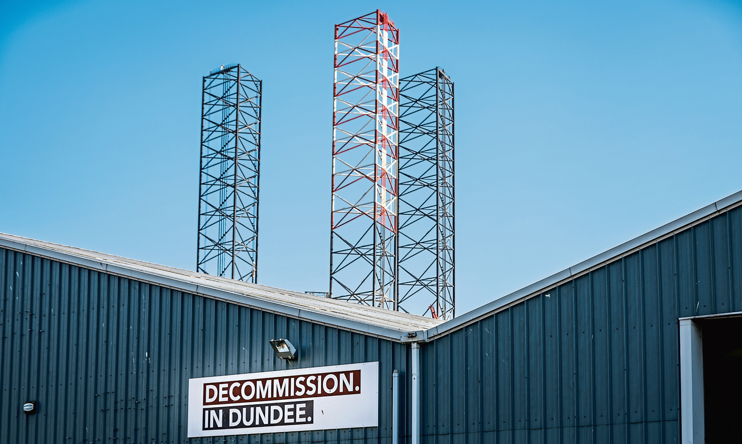 The plan to locate an ultra deep water port facility at Dales Voe in Shetland is seen as a blow to Dundees decom ambitions.