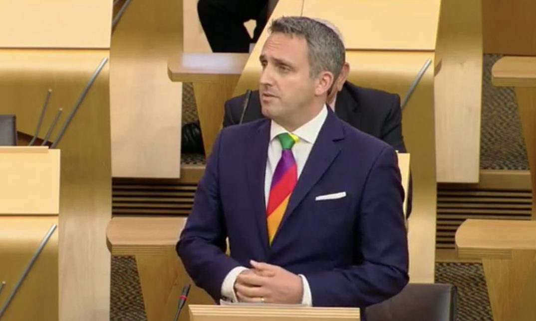 """Alex Cole-Hamilton has accused the Scottish Government of  having its """"fingers in its ears"""" over mental health vacancies"""