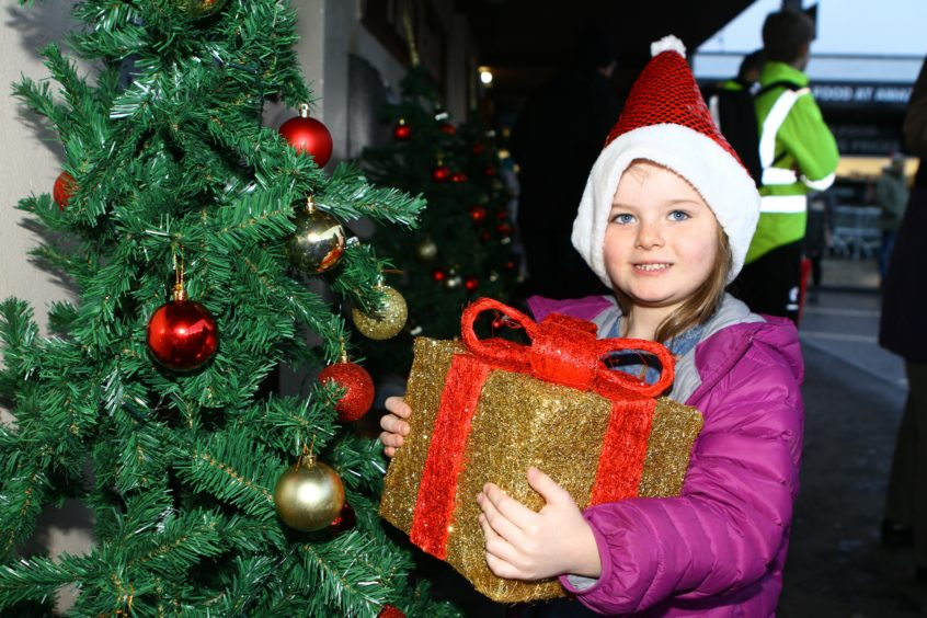 The Monifieth xmas lights switch on over the weekend. 5 year old Skye Elder from Monifieth.