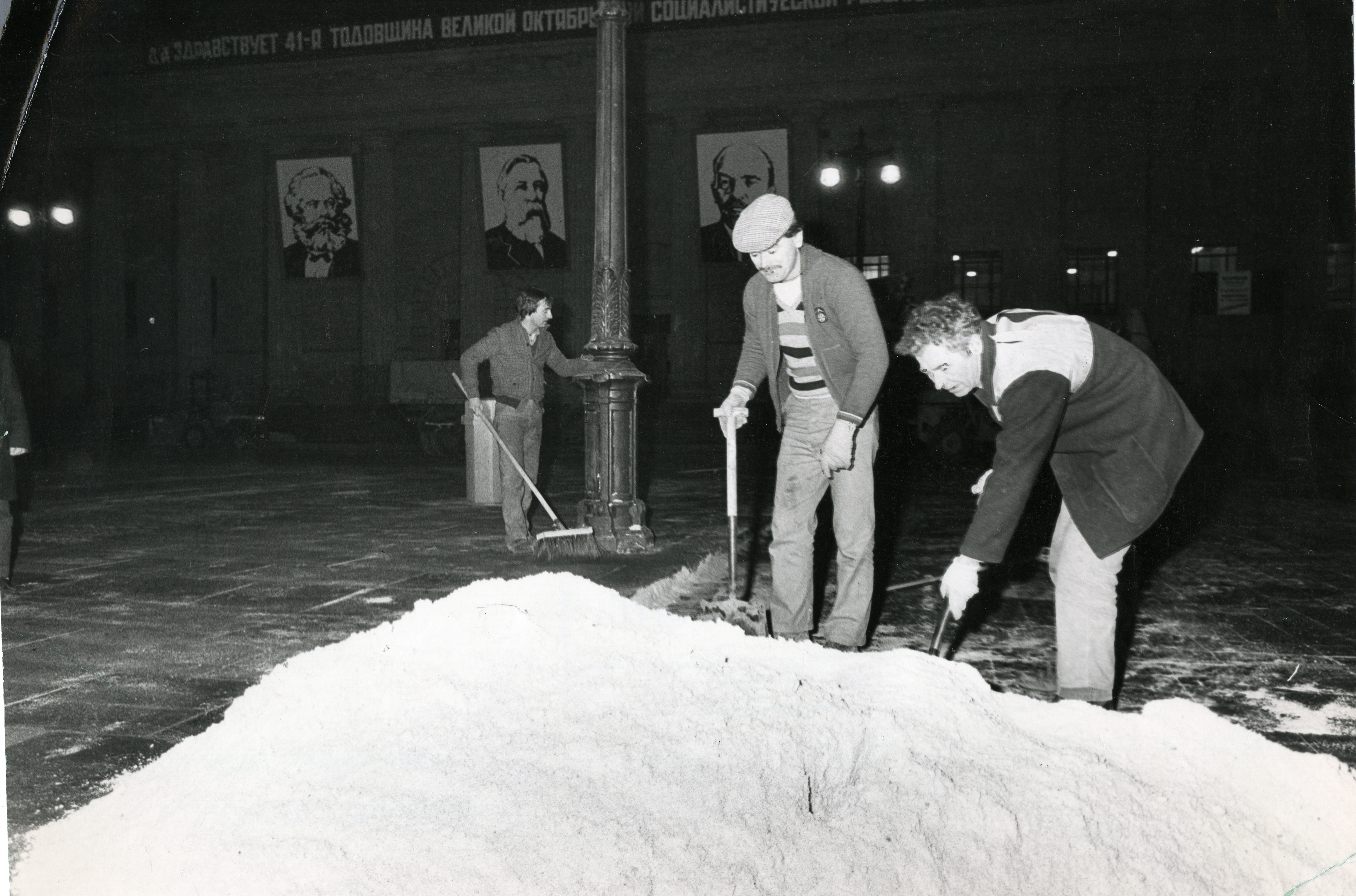 Work going on as snow is brought to the City Square in 1983.