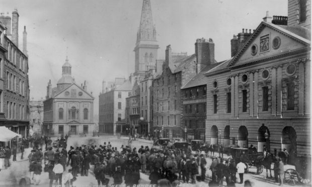 An old photo of Dundee city centre.