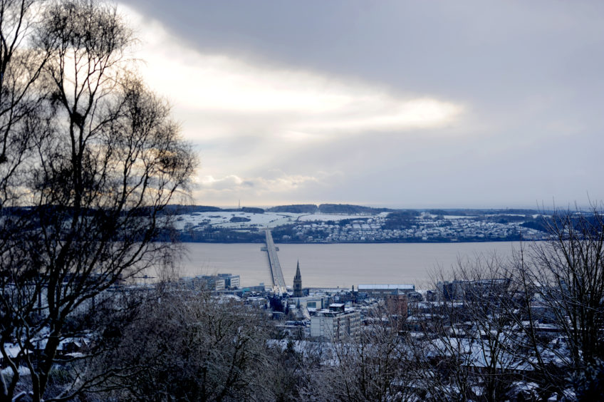 Snow covered Dundee and Fife. Kim Cessford/DCT Media