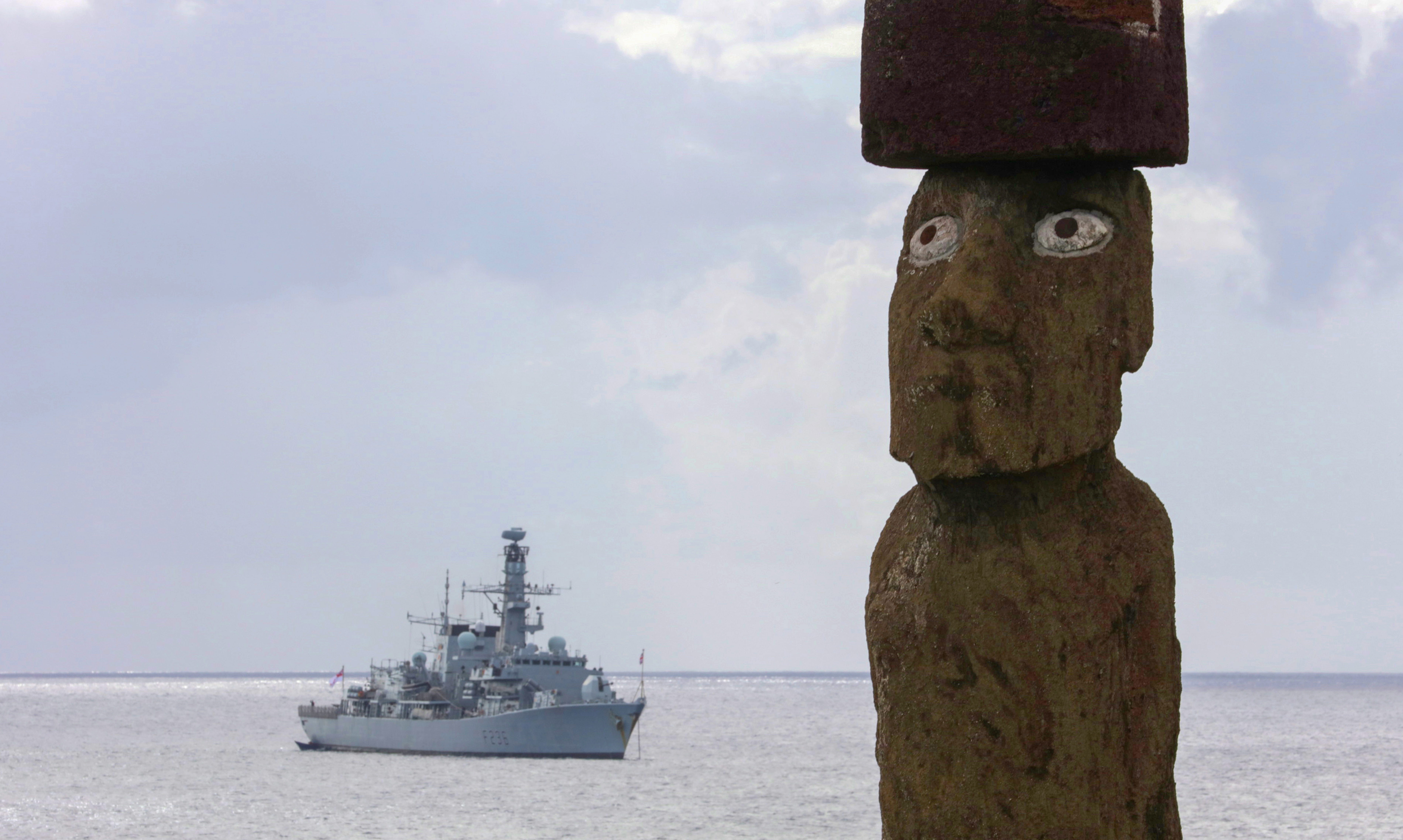 Montrose site off Easter Island in the gaze of a lone moai