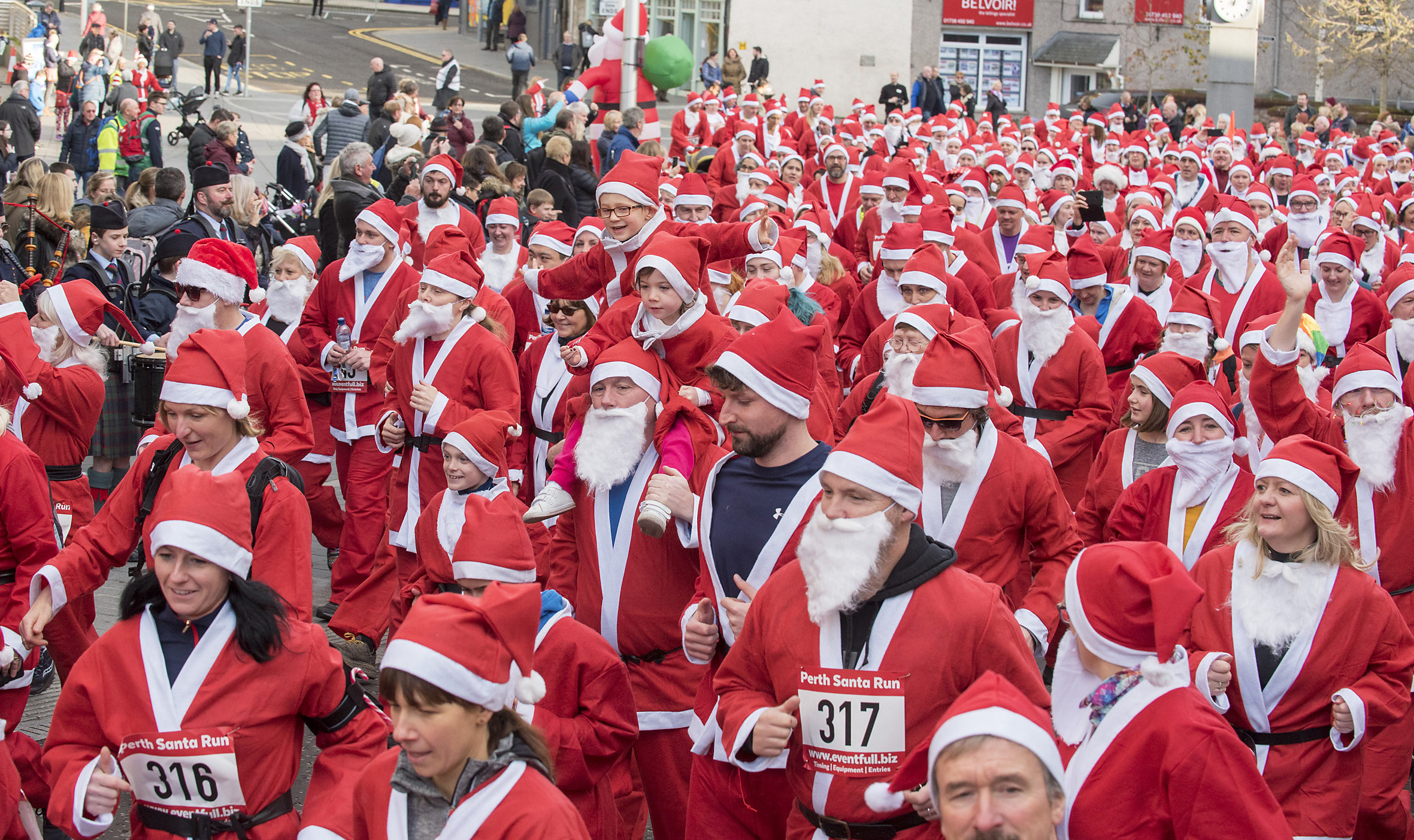 The santa race gets under way.