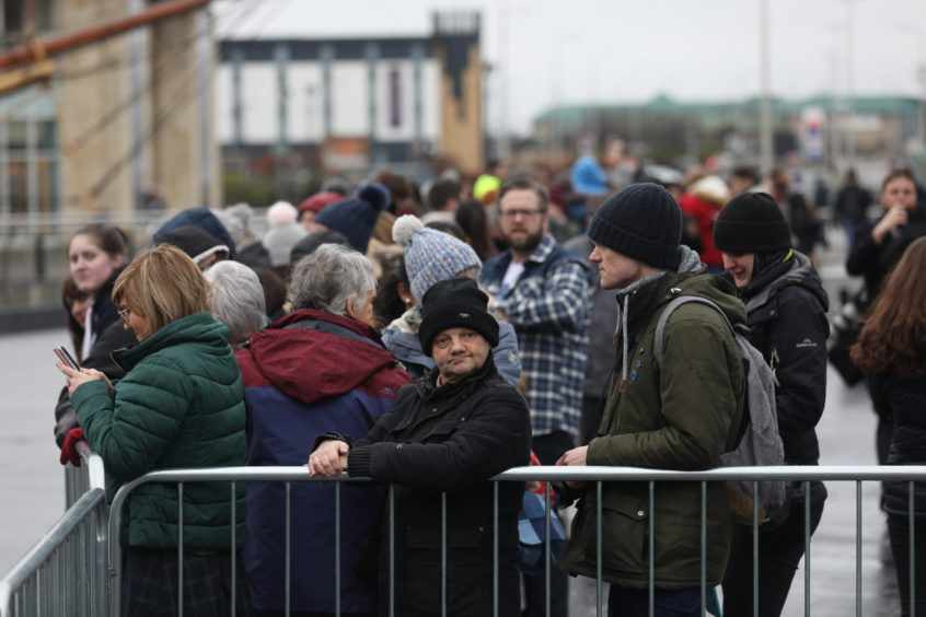 Crowds gather at the V&A for the arrival. Mhairi Edwards / DCT Media