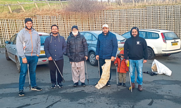 The Ahmadiyya Muslim youth clean up on Dundee Law.