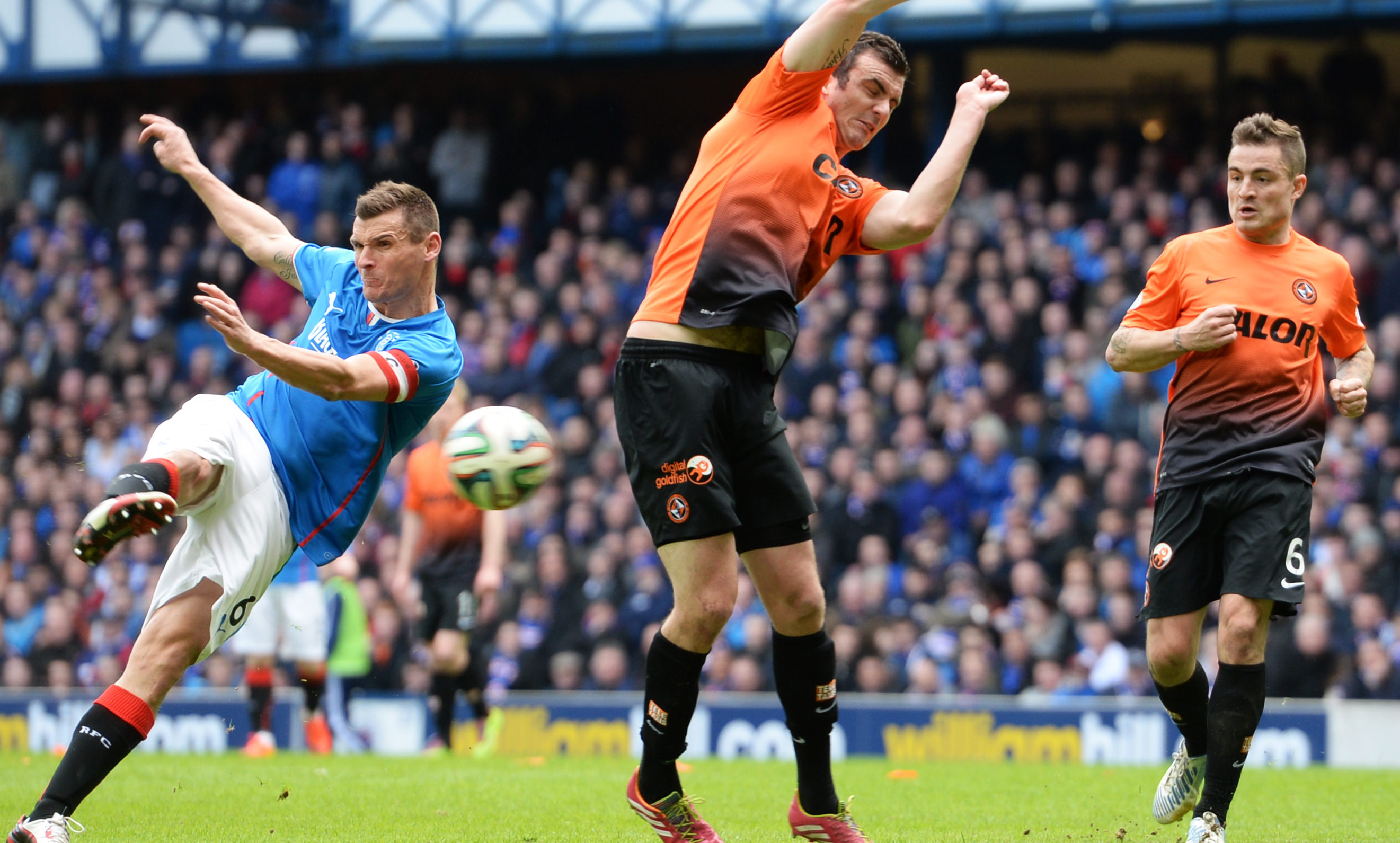 Lee McCulloch facing Dundee United in 2014 during his time at Rangers.