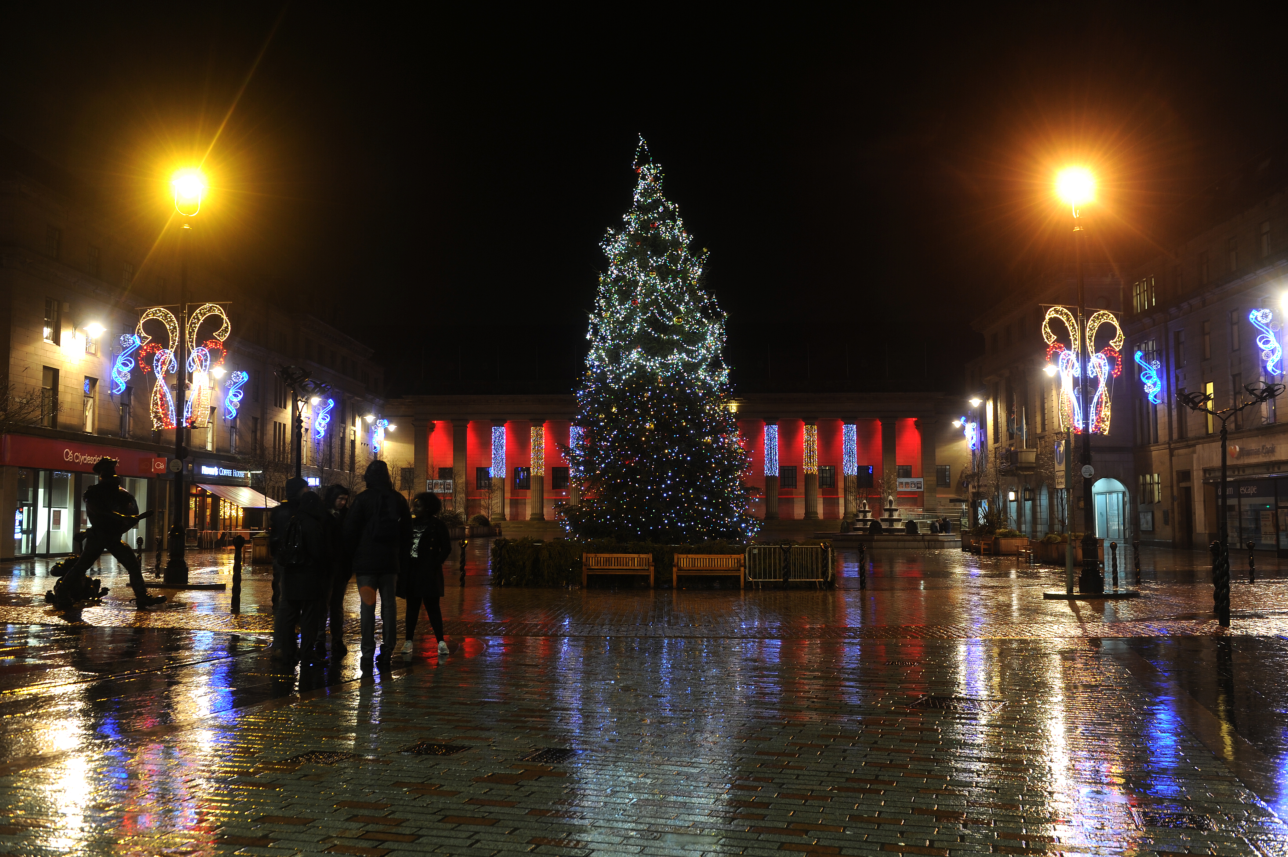 A stunning Christmas display at Dundee City Square. But is Dundee capitalising on the opportunities offered by the festive season?