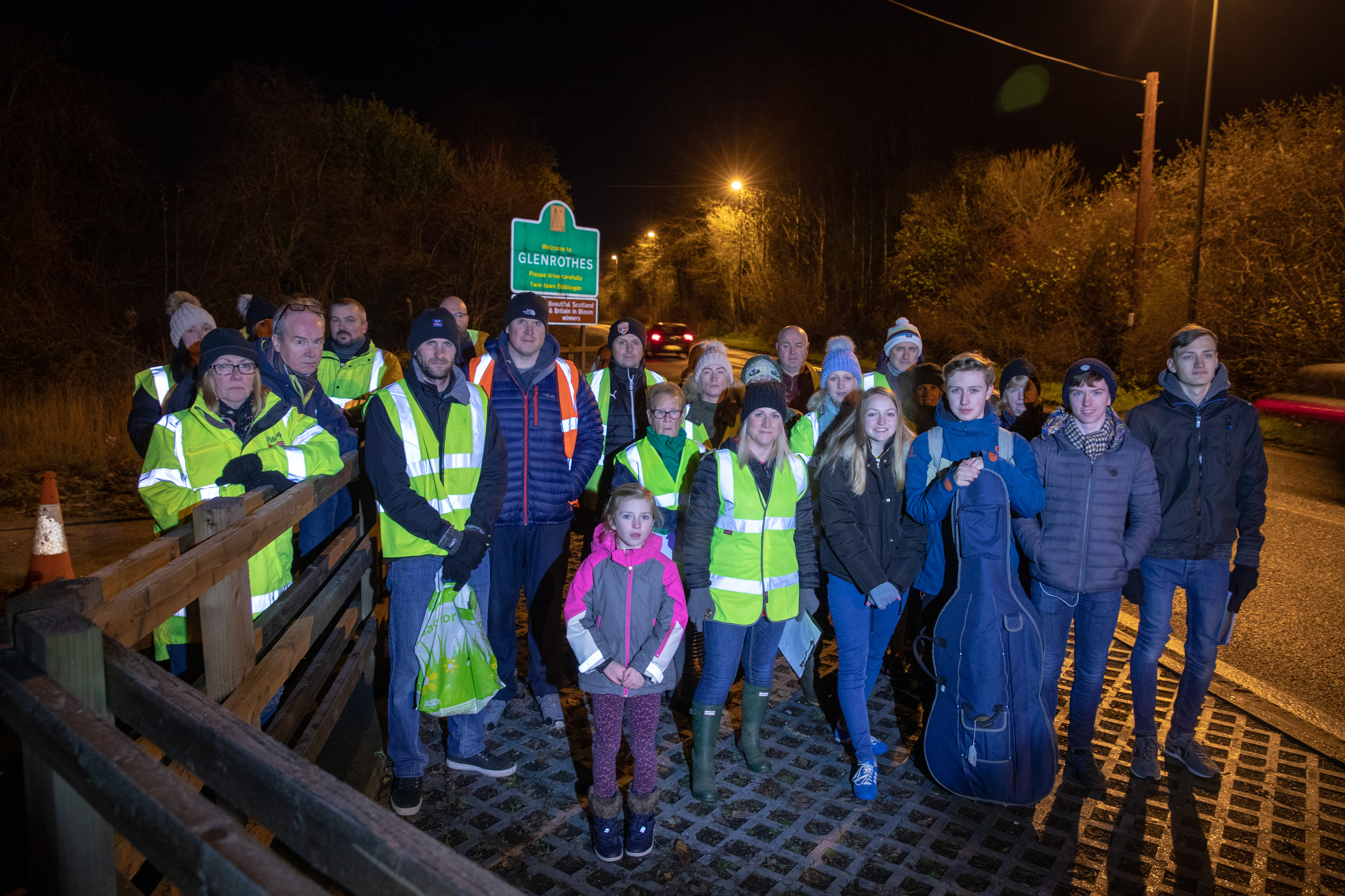 Parents and pupils from Tofthill stage walk along the A92 to demonstrate their concerns