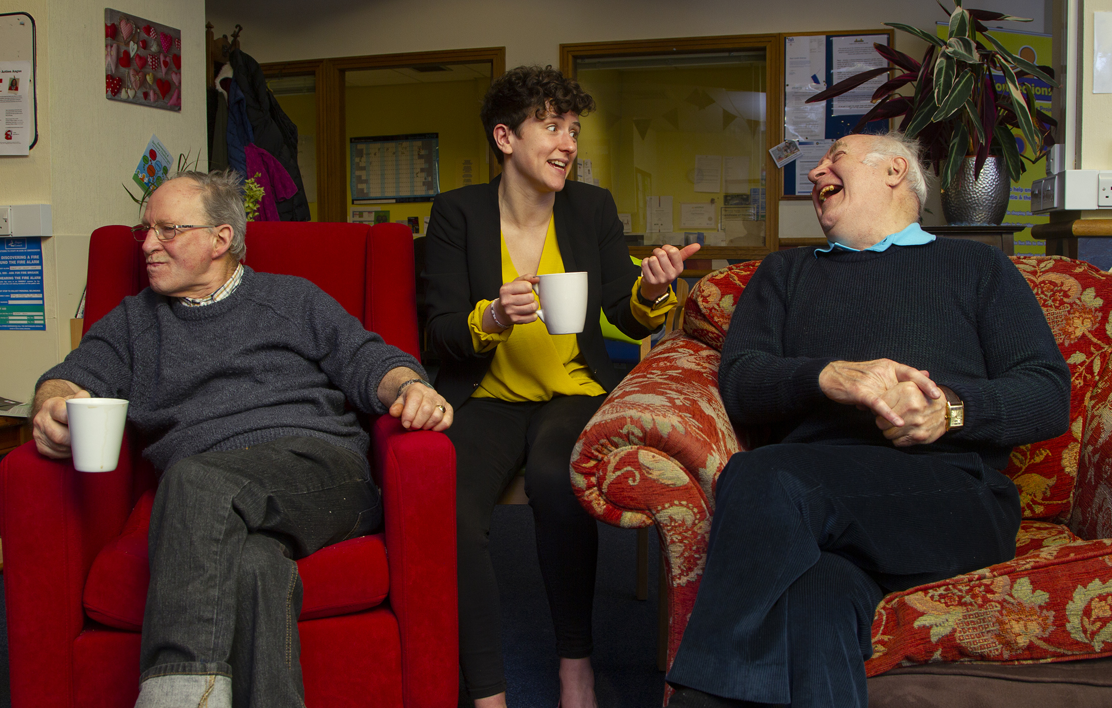 Pic shows Mairi Gougeon chatting to Euan Duncan(left) from Charleston and William McLaughlin from Forfar  Pic Paul Reid
