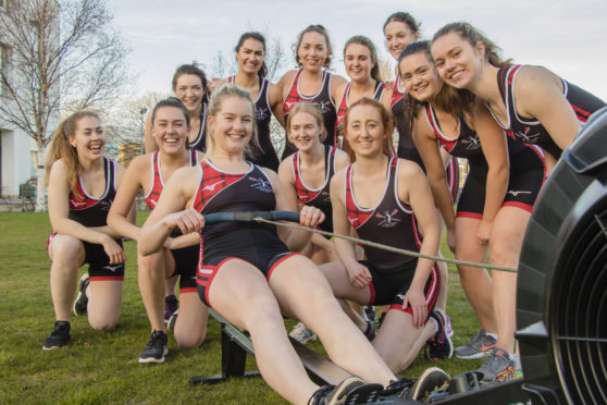 Members of Dundee University Rowing Clu are to attempt a Guinness World record.