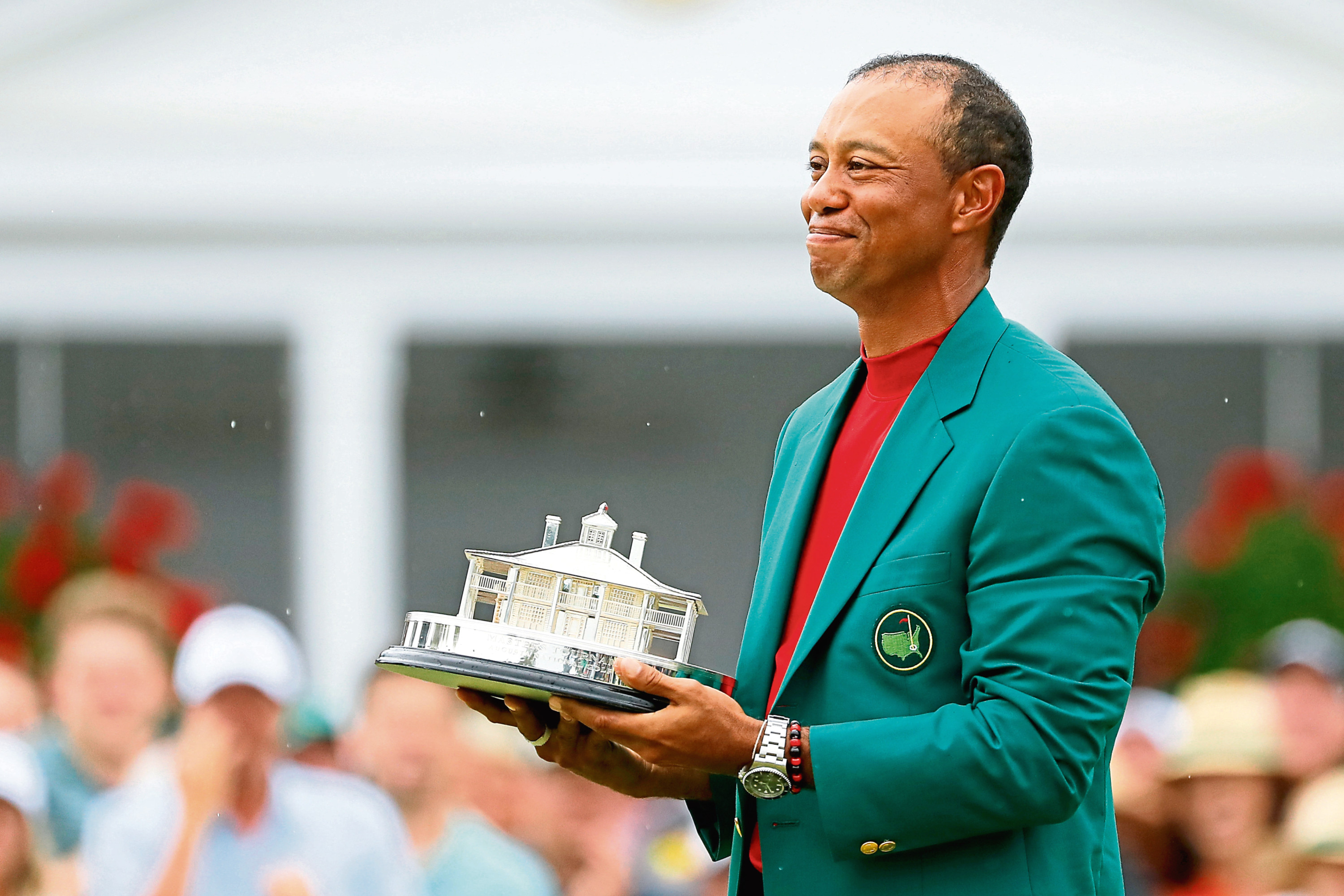 Tiger Woods won his first major for 11 years and his fifth Masters after a 14-year gap.