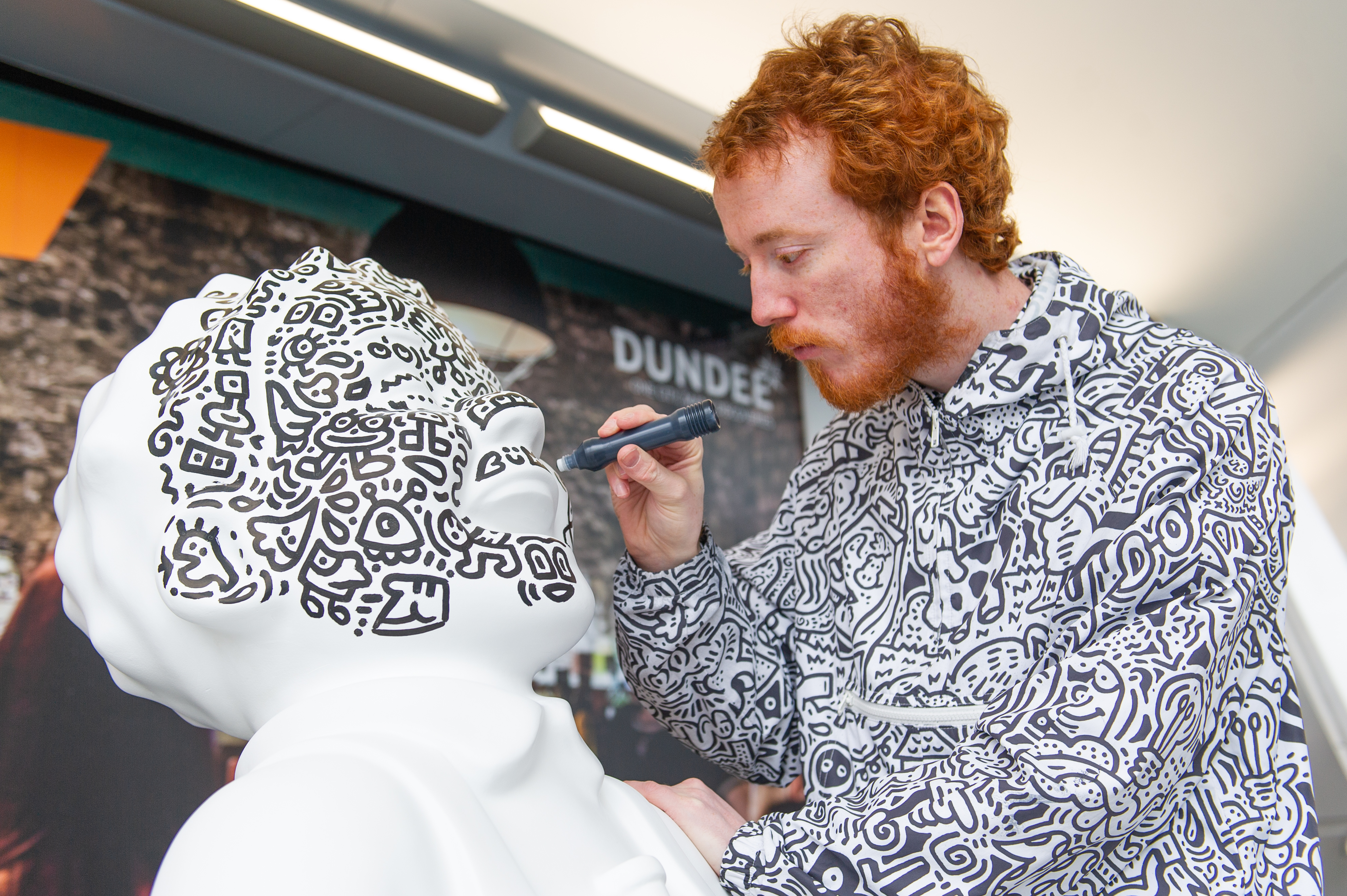Mr Doodle at work on the Oor Wullie statue