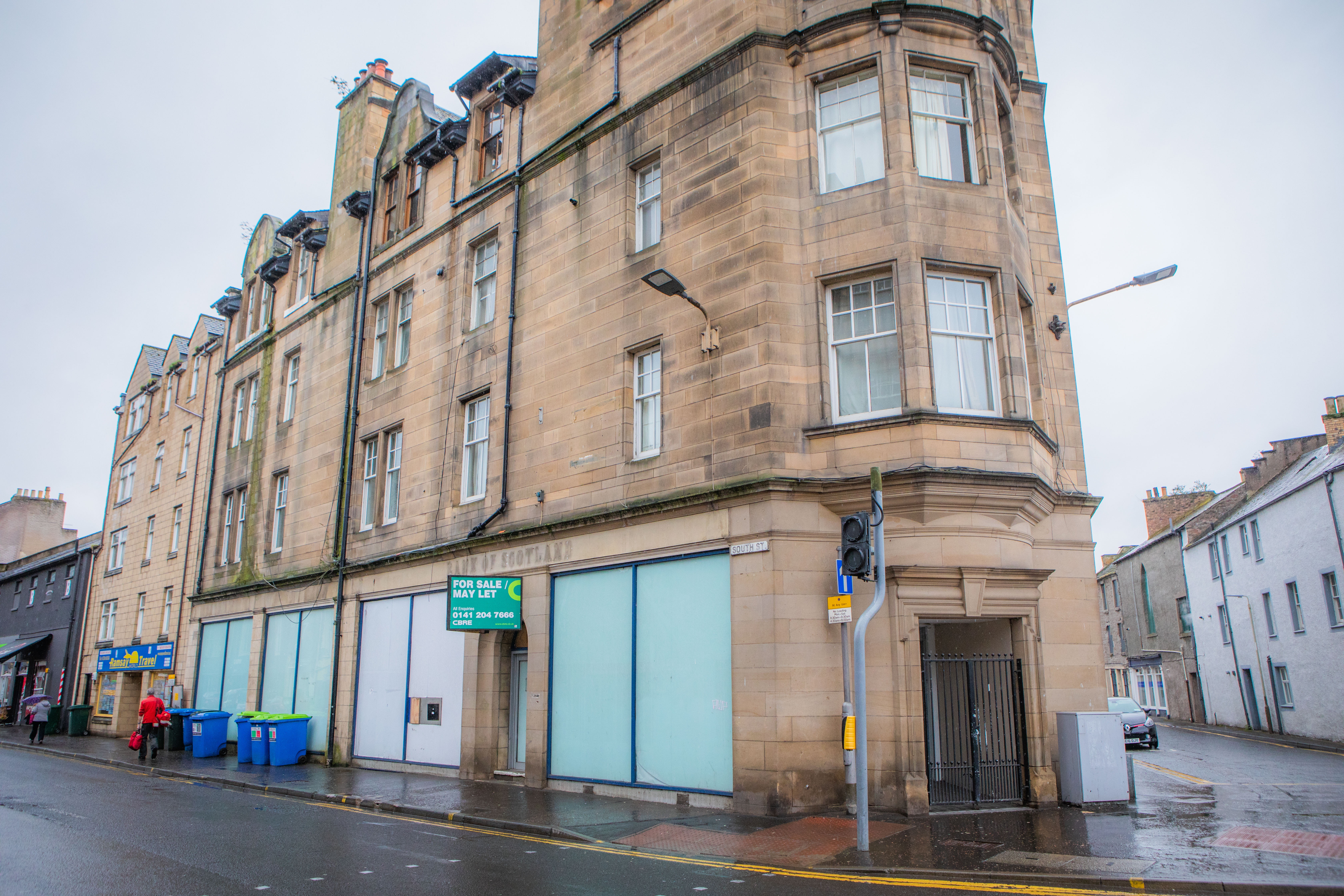 The derelict former Bank of Scotland branch on South Street is set to open as a golf simulation lounge.