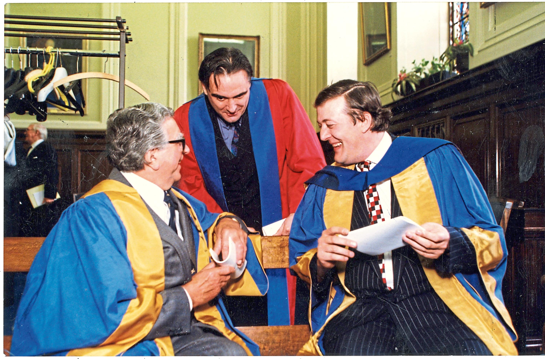 Dundee University 50th anniversary Jim Duncan, Tony Slattery and Stephen Fry at Dundee University graduation.  T&P 9/8/97  H254 1998-07-09 Rectors at UoD Graduation (C)DCT