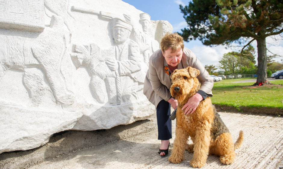 A 30-tonne granite statue carved in memory of the Airedale terriers which died in the First World War has been unveiled at East Haven, near Carnoustie. Fans of the breed  gathered in the Angus village the day after the piece had been lifted into place. Charity East Haven Together raised £50,000 to fund the statue, carved by local artist Bruce Walker. Airedale owner Lori Loftus, from Carnoustie, brought her dog Stanley to the ceremony.