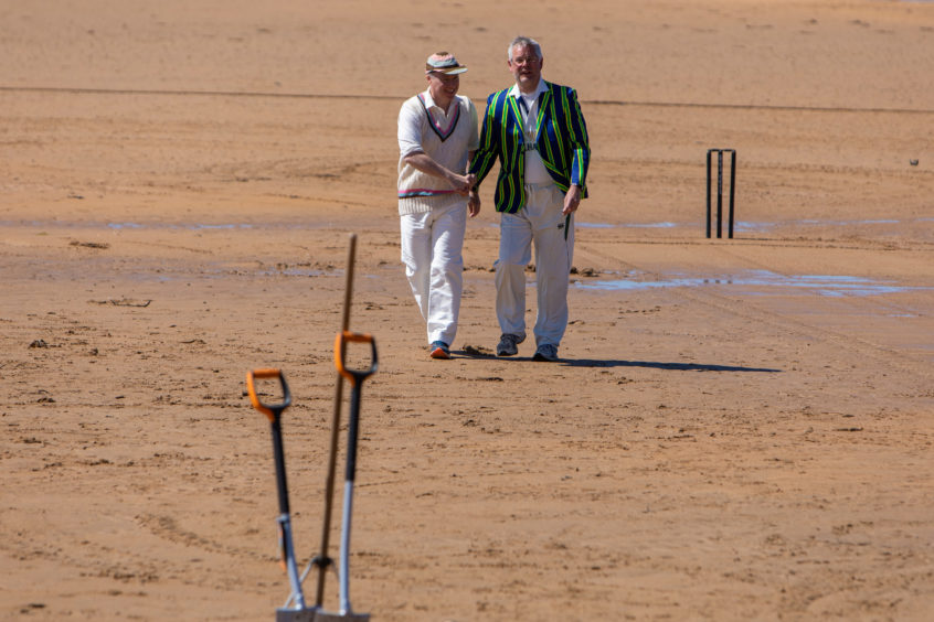 1st Game of Season at Elie for Beach Cricket.  Captains Julian Black (Borderers) and Iain Murdoch (Ship Inn) toss a coin to see who bowls first.