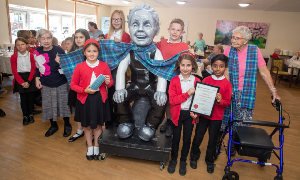 Residents of Balhousie North Inch North Grove and pupils from Balhousie Primary School celebrated the launch of their new Balhousie tartan, created in association with the Weaver Incorporation of Dundee.