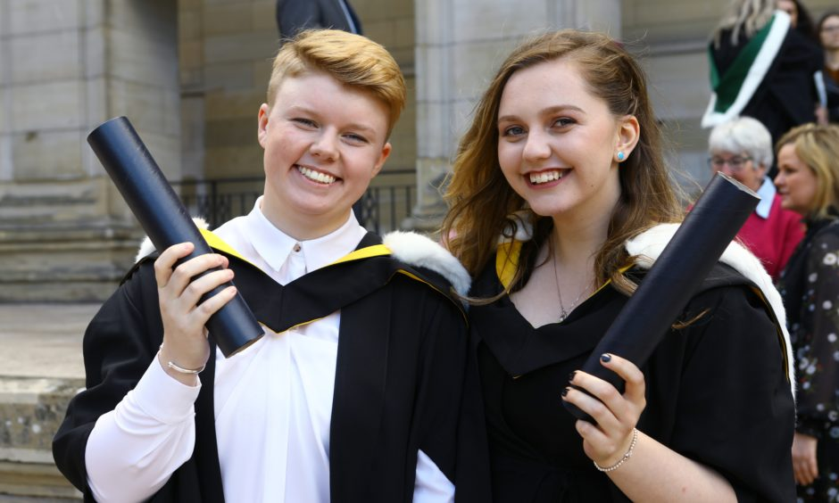 Kirsty McCaughey and Caitlin MacInness, who both graduated in Neuroscience.