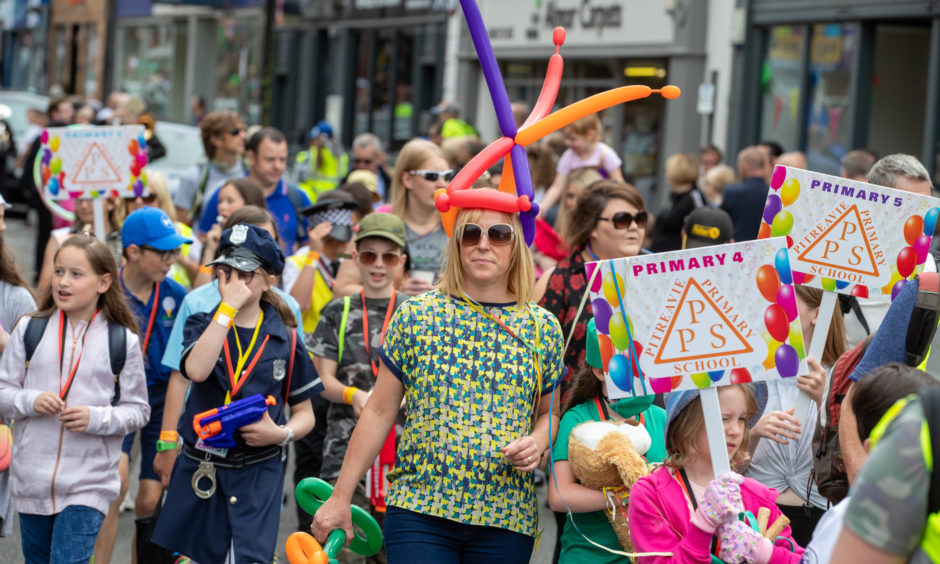 Around 2,500 young pupils from local primary schools were involved in the parade.