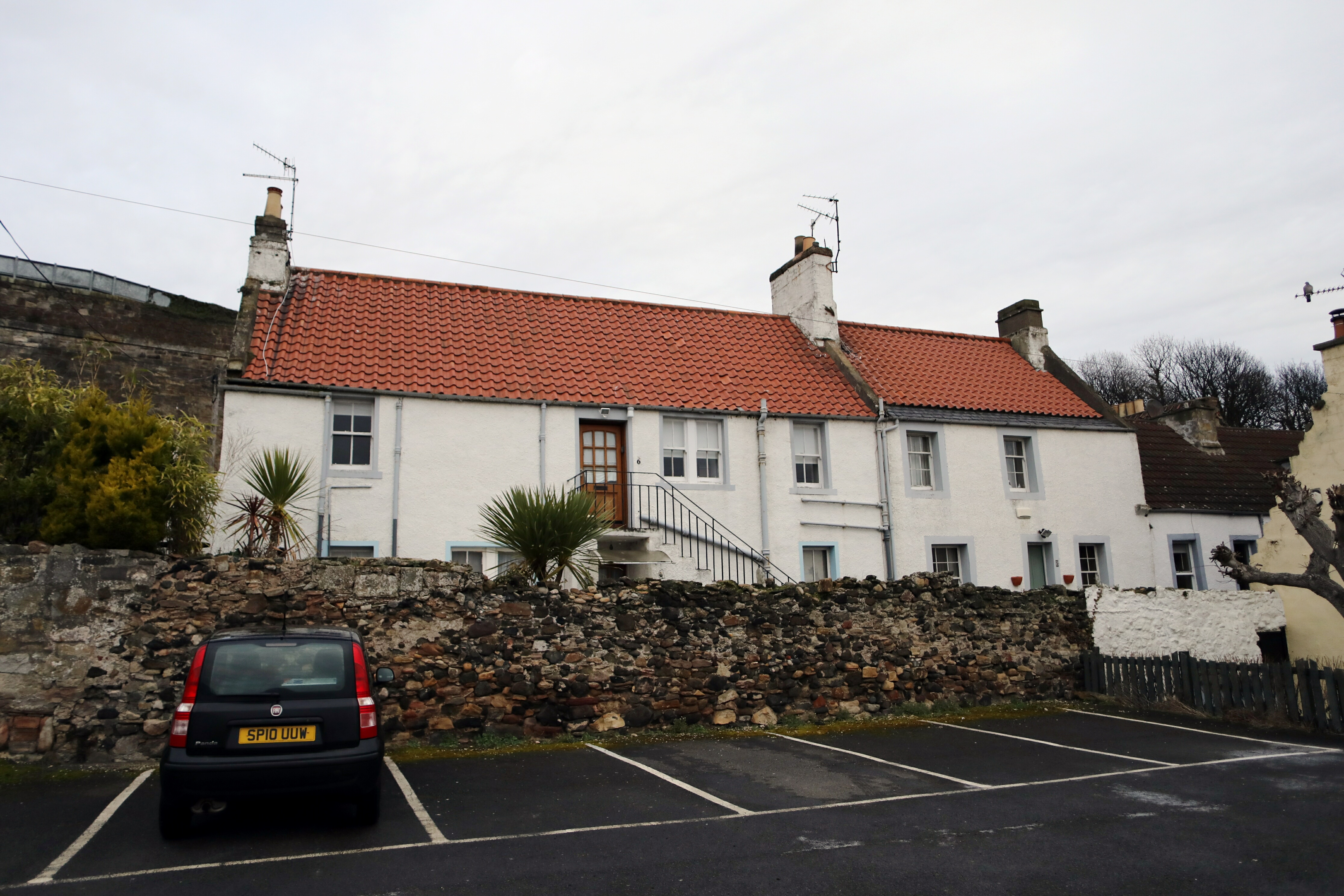 The properties at St Clairs Entry, Kinghorn.
