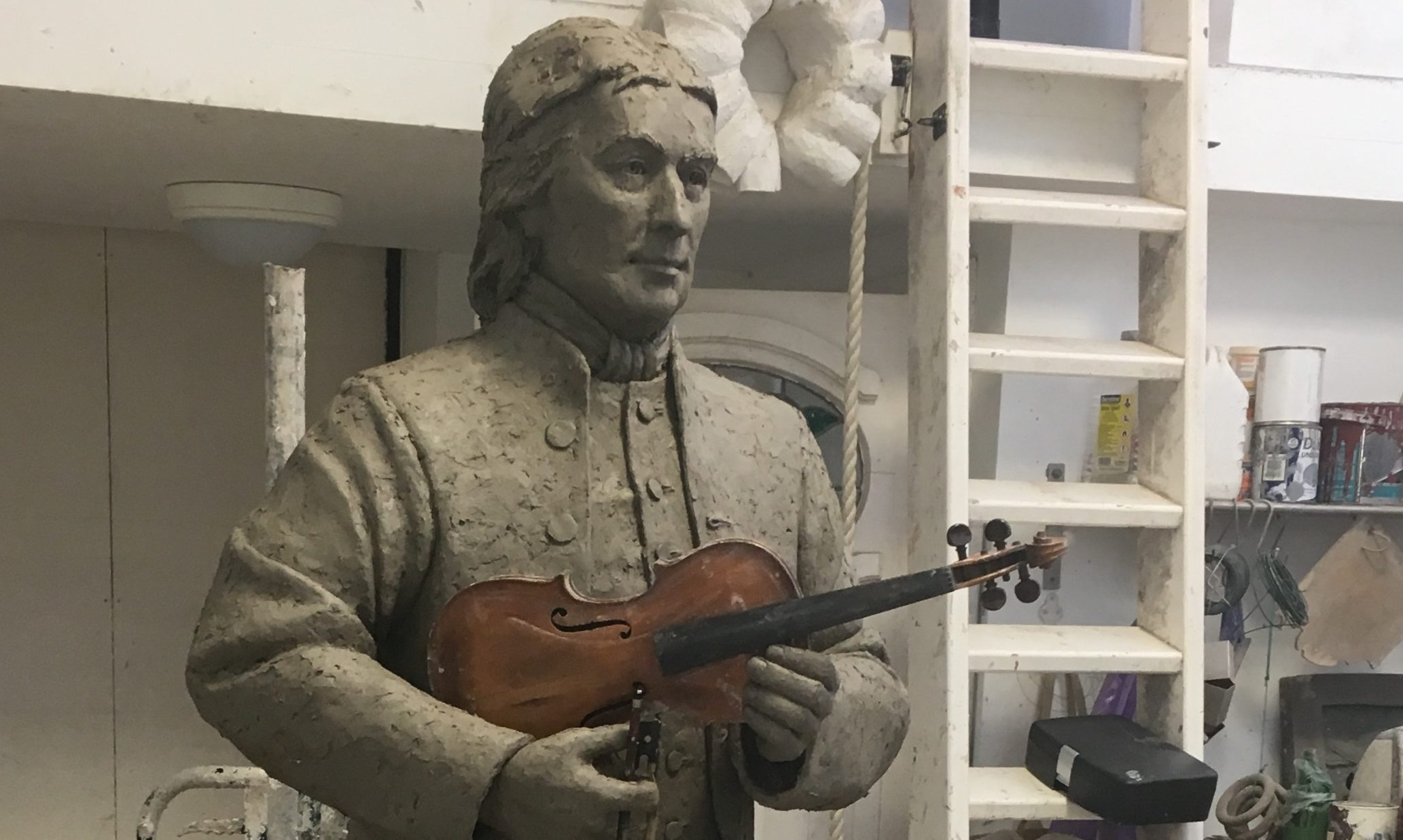A bronze statue of Strathbraan fiddler Niel Gow will be unveiled in March.