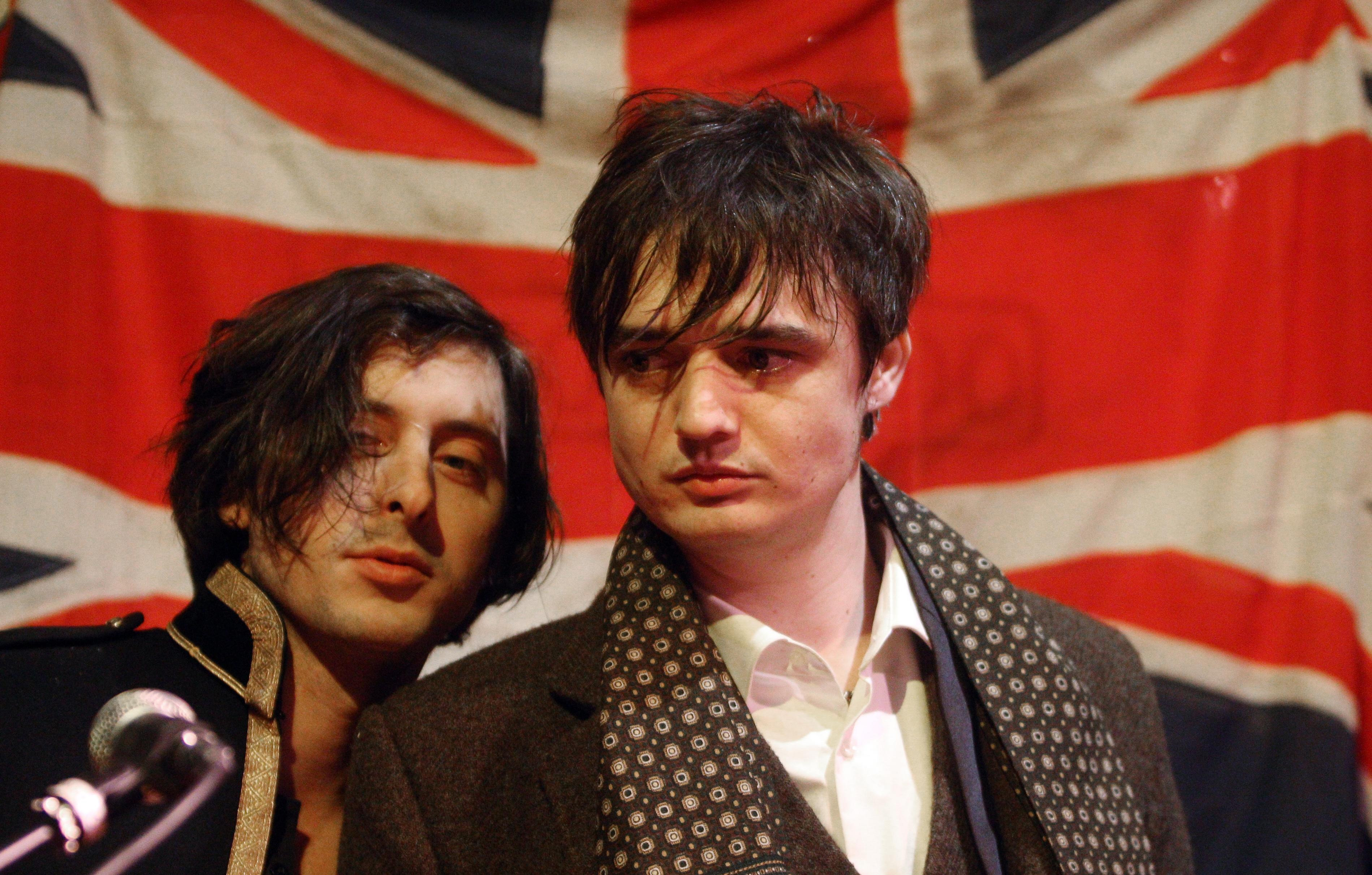 Carl Barat (left) and Pete Doherty