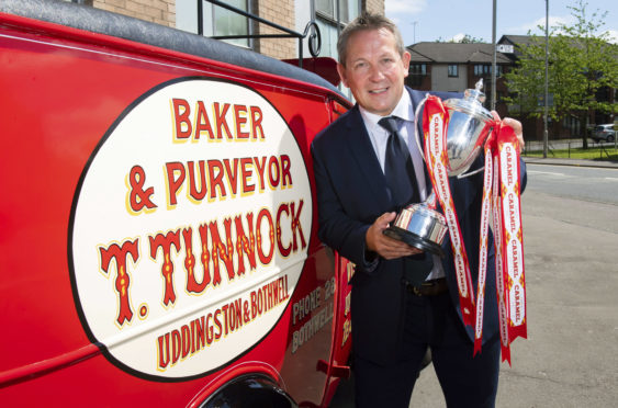 Billy Dodds with the Tunnock's Caramel Wafer Challenge Cup.