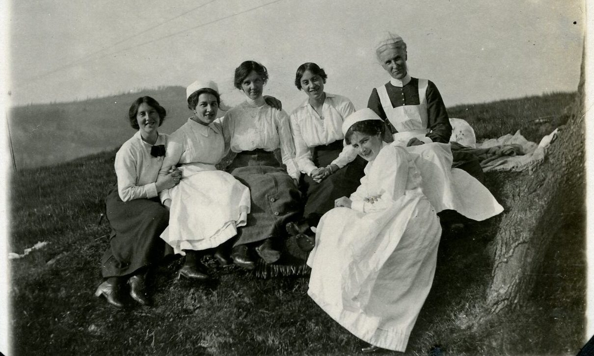 Picnic for nursing staff at Aberfeldy Cottage Hospital and Aberfeldy Red Cross Voluntary Aid Detachment (VAD) Hospital, summer 1915