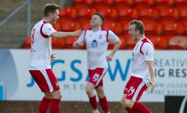 The Fifers celebrate Liam Watt's goal.
