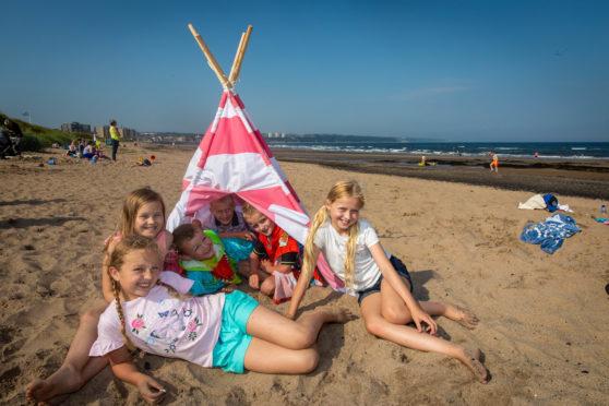 Kids Mason (6), Struan (7), Warren (7), Lacey (9), Bailey (9) and Amy (9) all having fun at the beach in Kirkcaldy last week,