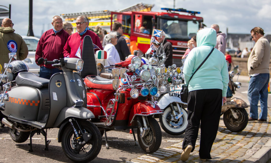 Dundee Mods had the Mopeds out for the show.