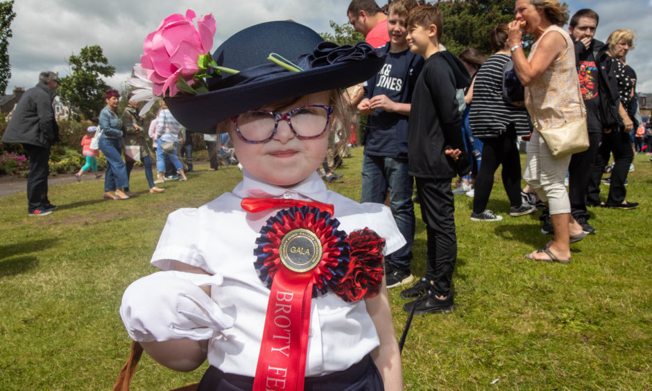 Best Overall Costume goes to Sophie Douglas (5) as Mary Poppins  from Broughty Ferry.