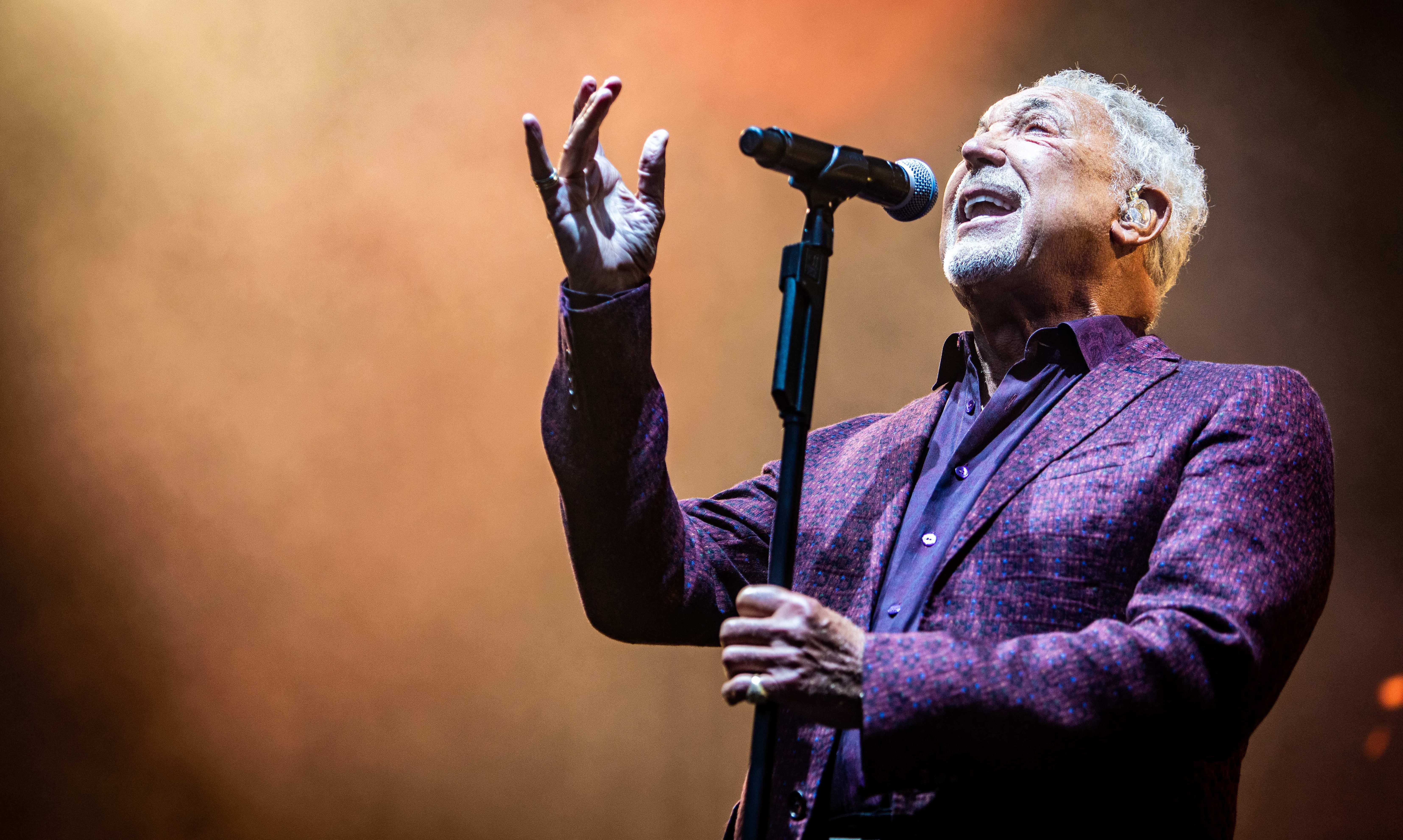 Sir Tom Jones performs to the crowds in Slessor Gardens.