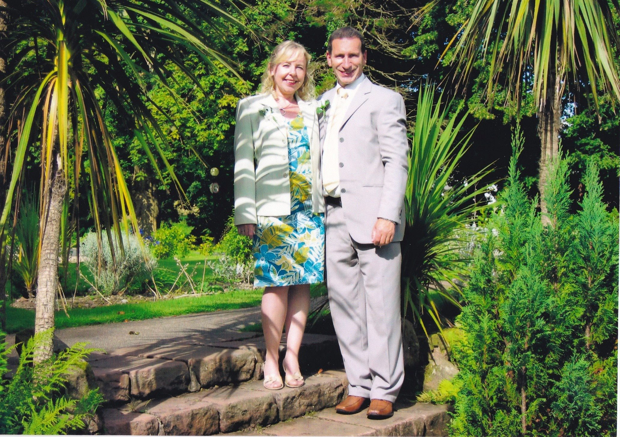 Tributes continue for Glenrothes couple.