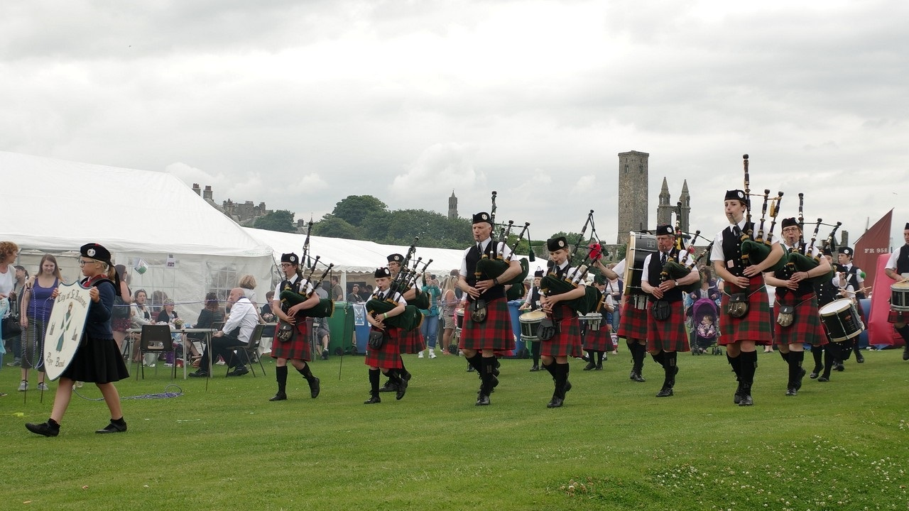 The pipe band led the way at last year's event.