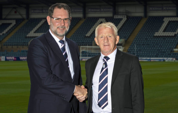 Gordon Strachan (right) with Dundee managing director John Nelms.