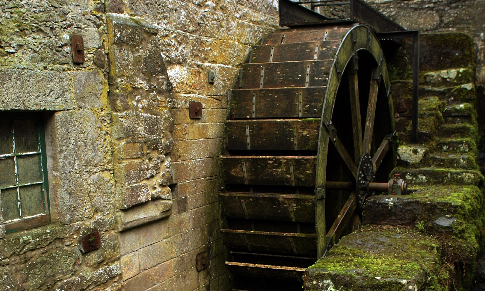 The old mill wheel at Benholm Mill.