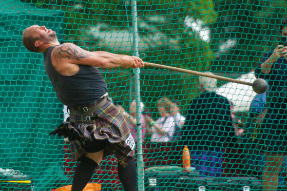 The Heavyweight competition started with the hammer throwing