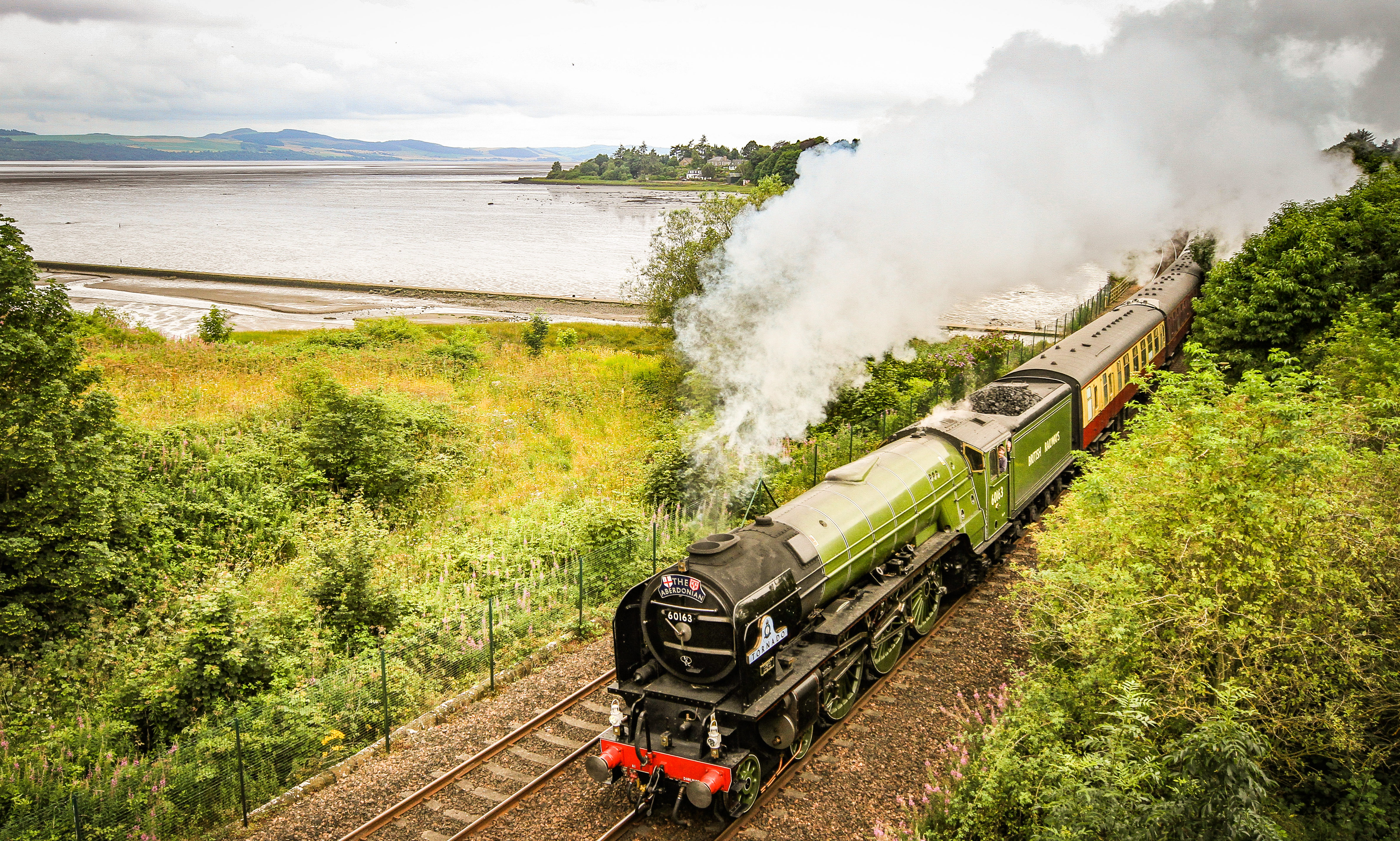 The Aberdonian travelling through Invergowrie en route to Aberdeen. Pictures and video by Kris Miller.