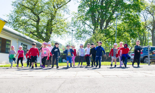 Primary 1 and 2 pupils at Newtyle primary school holding a sponsored walk to raise funds for the school. Pic by Kim Cessford / DCT Media