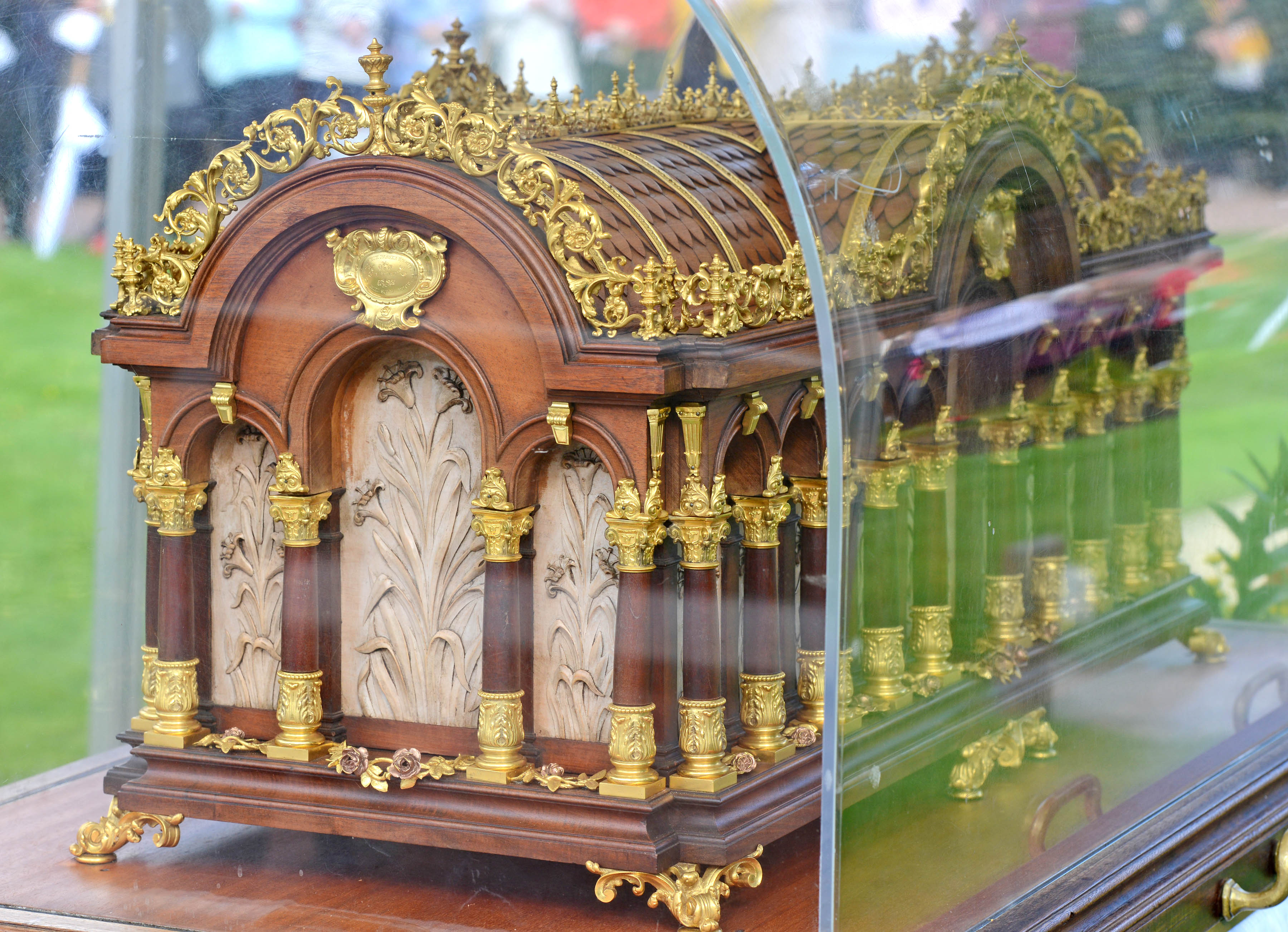 Relics of Saint Therese of Lisieux. Picture by Paul McSherry.