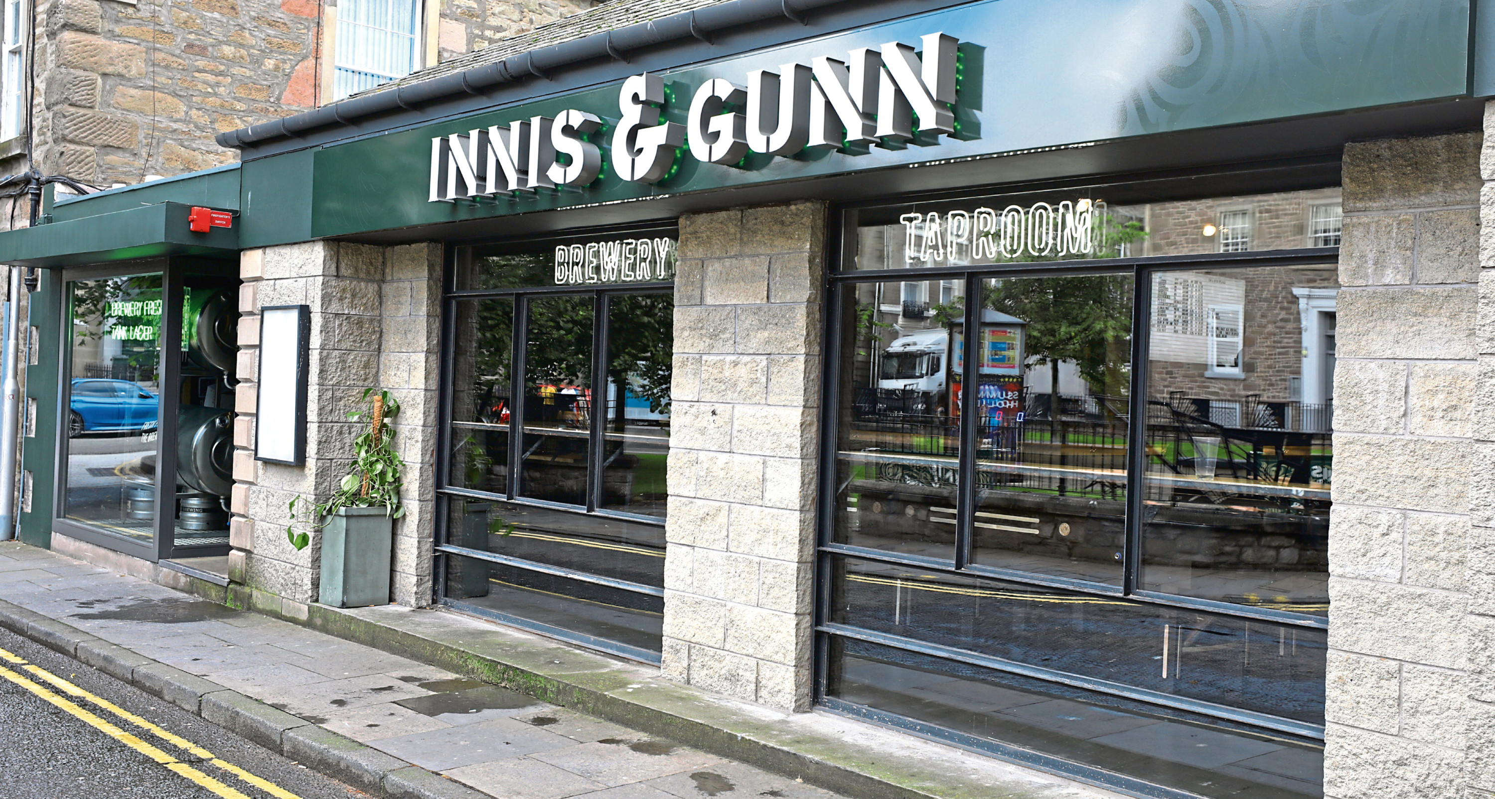 Tele Features - Rona Scanlan story - Innis & Gunn. CR0012434 Picture shows; the Innis & Gunn Brewery Taproom in South Tay Street, Dundee today. Monday 5th August 2019.